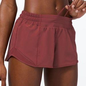 "NWT Lululemon Hotty Hot 2.5"" Savannah Size 4 w Bag"